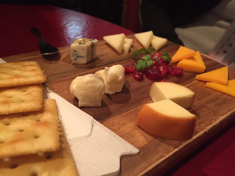 三笠バル チーズの盛り合わせ