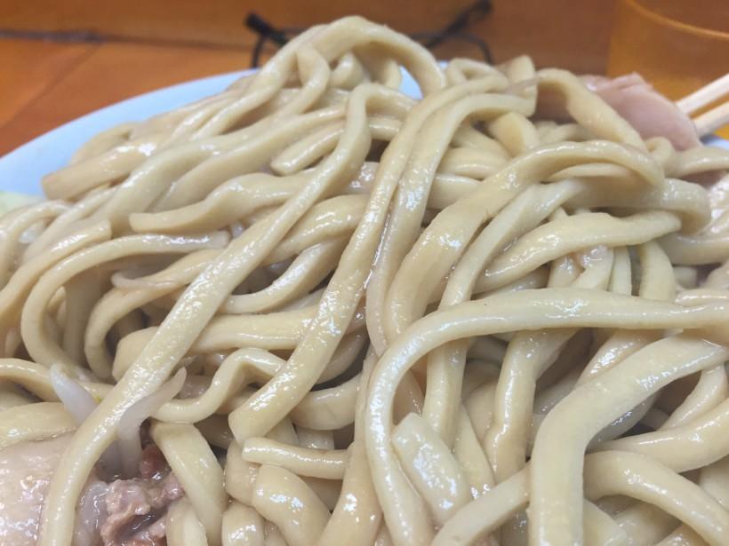 ラーメン二郎 新橋店の麺