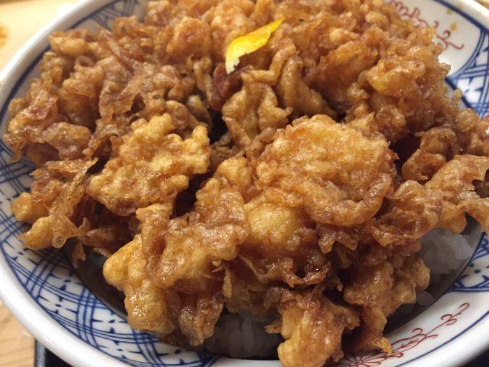 てんぷら 天茂|赤坂でかき揚げ丼ランチ~甘めのタレがたっぷりしみ込んだフワフワの衣がたまらない