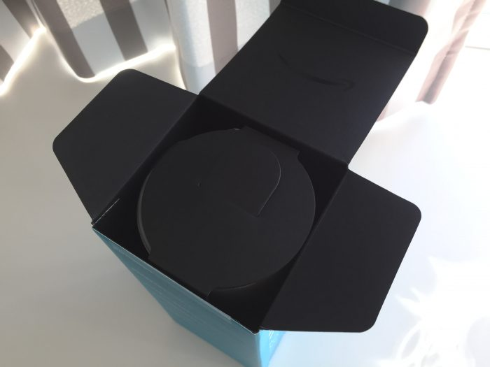 Amazon Echo 外箱 内側は黒