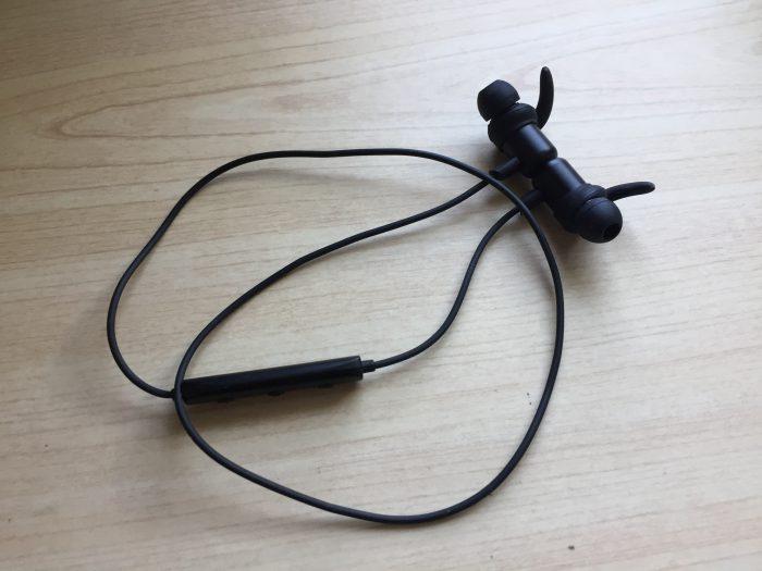 左右一体型Bluetoothイヤフォン Anker SoundBuds Slim+