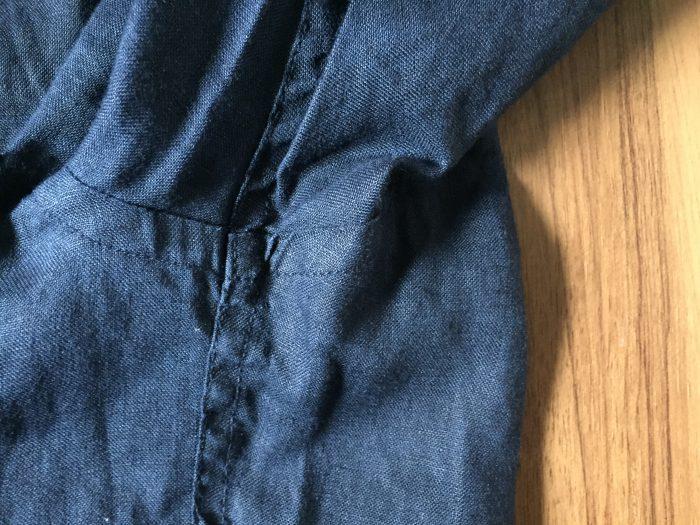 ネイビーのリネンシャツのエイジング(経年変化)状況 腋