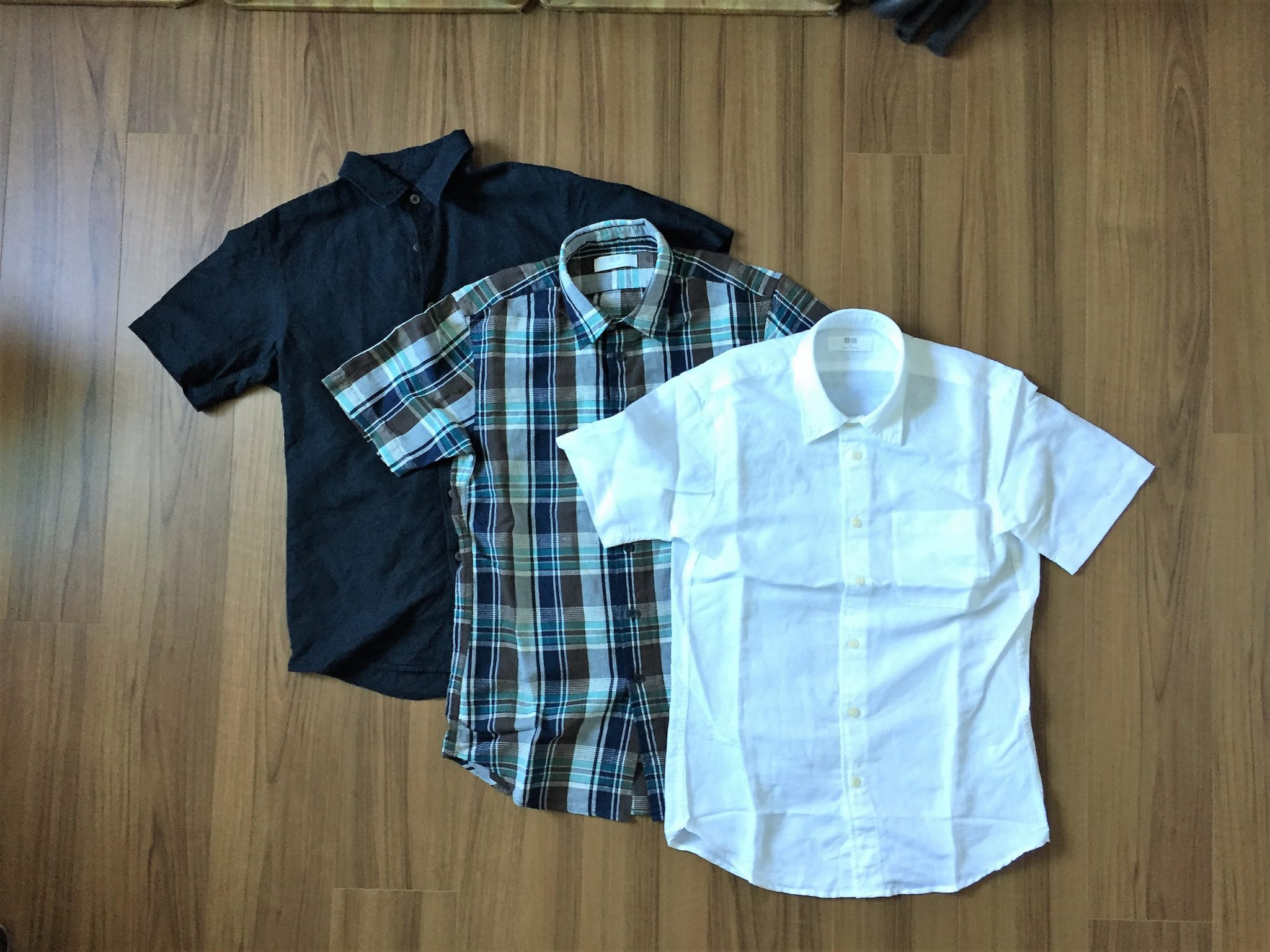 UNIQLO リネンコットン半袖シャツ|着心地とサイズ感が今の気分にとてもジャストで買い足ししました