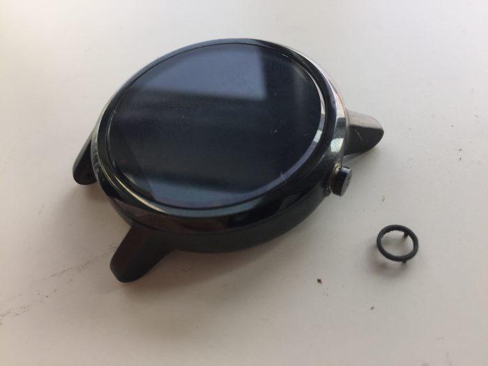 moto360 分解 バッテリー交換 竜頭 カバー 外す