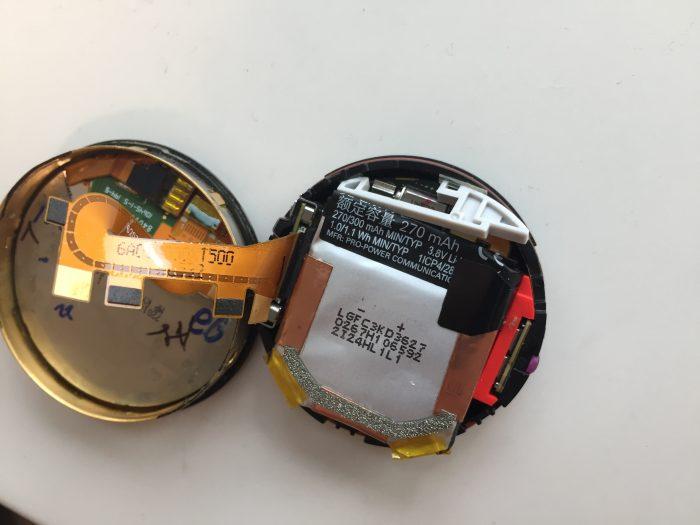 スマートウォッチ「moto360(2nd Gen)」のバッテリーが限界。なので自分で交換するべく、まずは分解し...