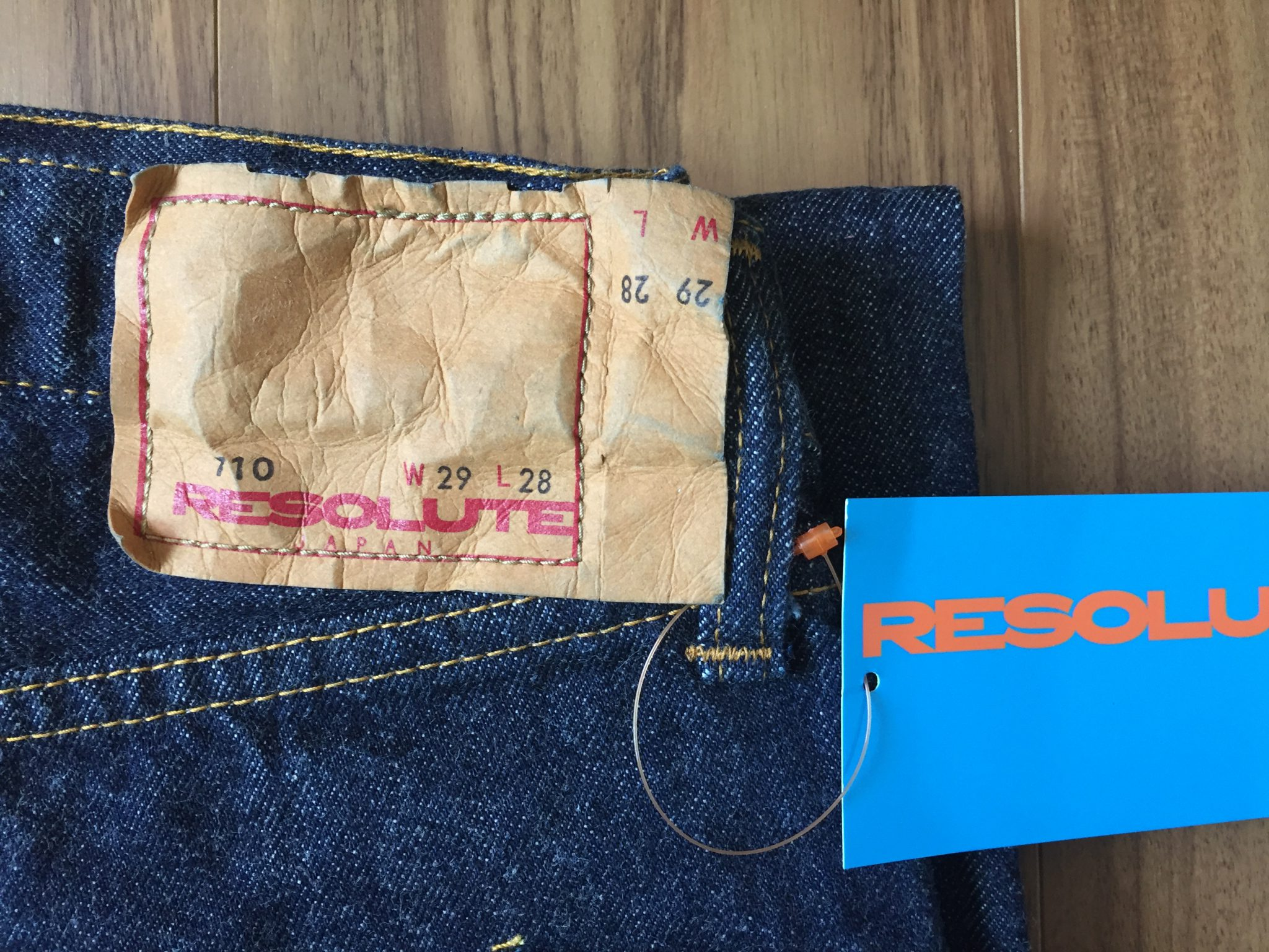 Resolute(リゾルト)710 購入直後の表情 革パッチ