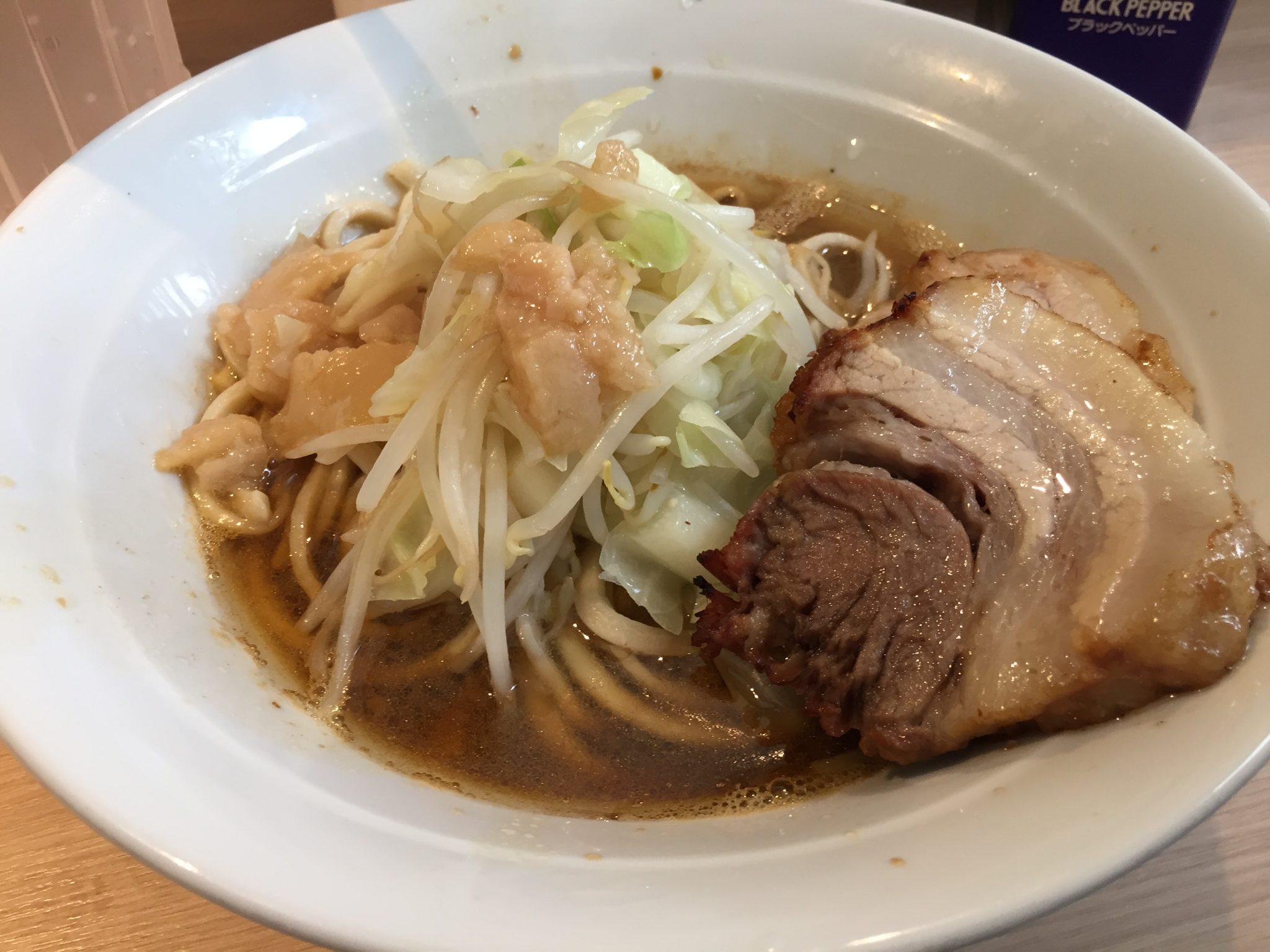 麺屋 味方|新橋で二郎インスパイアランチ~2度目の訪店はシンプルな「ラーメン」を注文