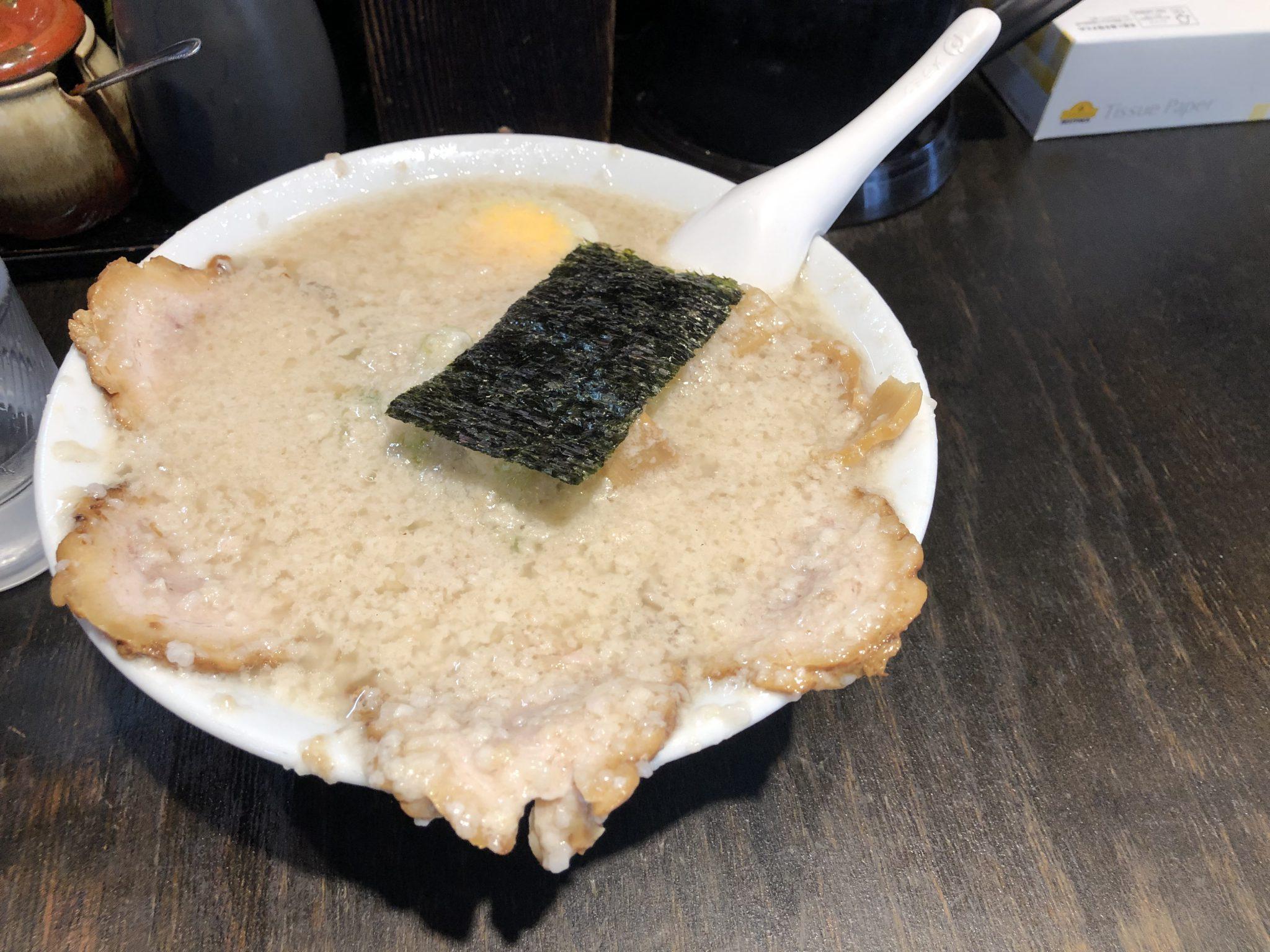 新橋 元楽 楽(塩)チャーシュー麺 背脂多め