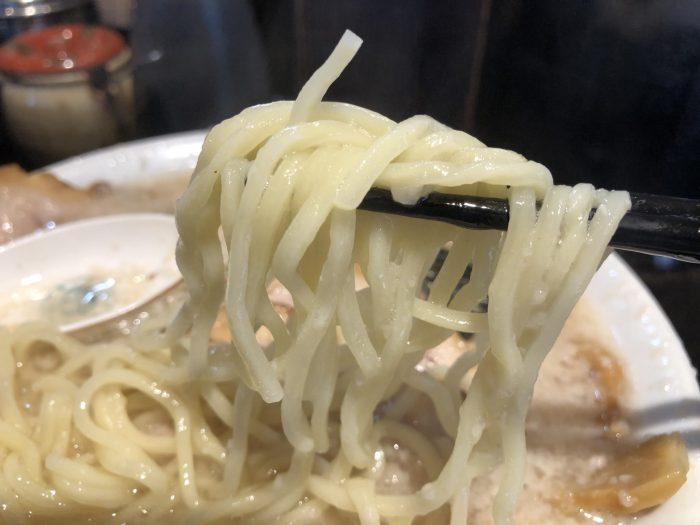 新橋 元楽-楽(塩)チャーシューメン 背脂多め 麺