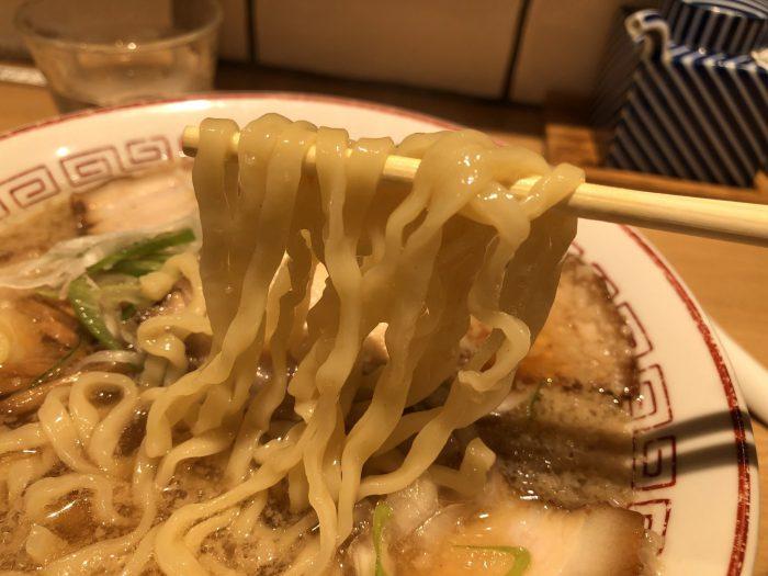 きたかた食堂 醤油ラーメン(まったり)チャーシュートッピング 麺